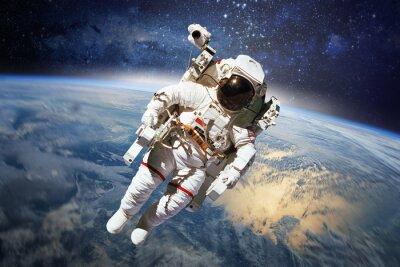 Affisch Astronaut i rymden med planeten jorden som bakgrund. element