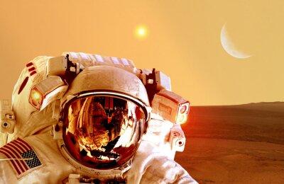 Affisch Astronaut spaceman hjälm utrymme planeten Mars apokalyps månen. Delar av denna bild som tillhandahålls av NASA.