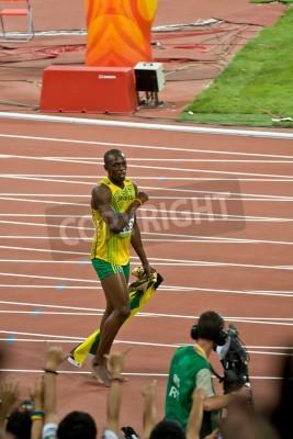 Affisch Beijing, Kina - Aug 16, 2008: olympiska mästare Sprinter Usain Bolt efter segern i 100 meter olympiska race