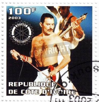 Affisch BENIN - cirka 2003 stämpel tryckt i Benin visar Freddie Mercury ledare drottningen - 1980 berömda musikalisk popgrupp, circa 2003