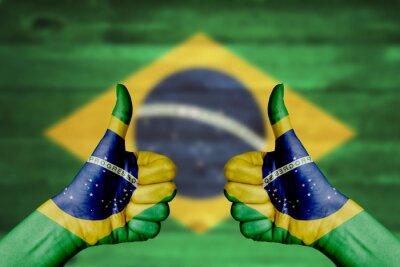 Affisch Brasilien flaggan målad på kvinnliga händer tummen upp