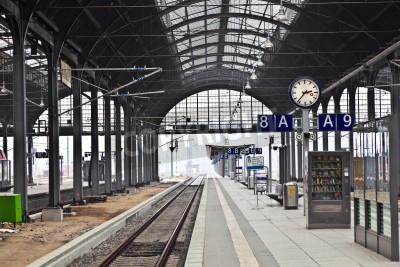 Affisch classicistical järnvägsstationen i Wiesbaden, Tyskland
