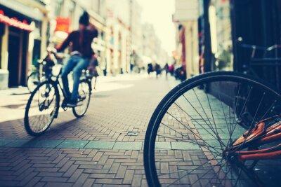 Affisch Cykling i Amsterdam vid solnedgången