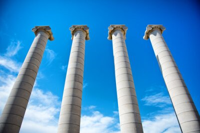 Affisch De fyra kolumner under blå himmel i Katalonien