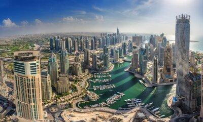 Affisch DUBAI, UAE - OKTOBER 10: Moderna byggnader i Dubai Marina, Dubai