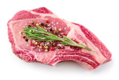 Affisch Färskt rått kött isolerad på vit bakgrund. Organisk mat.