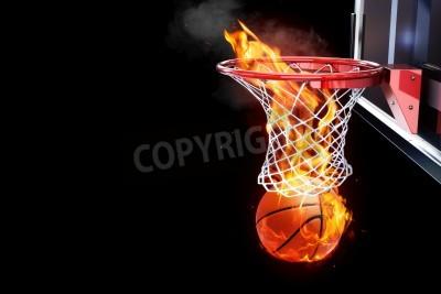 Affisch Flammande basket går igenom en domstol netto utrymme för text eller kopia utrymme på en svart bakgrund