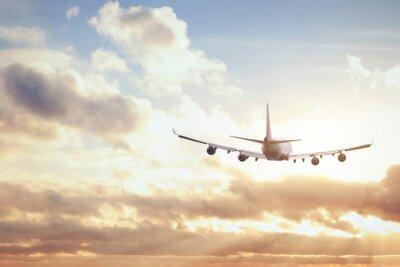Affisch flygplan i solnedgång sky
