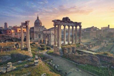 Affisch Forum Romanum. Bild av Forum Romanum i Rom, Italien under soluppgången.