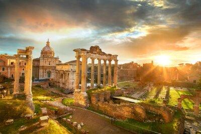 Affisch Forum Romanum. Ruinerna av Forum Romanum i Rom, Italien under soluppgången.