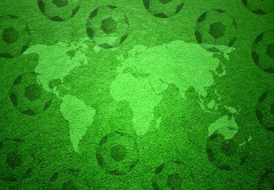 Affisch Fotboll gräsfält med världskartan och fotbollar mönster.