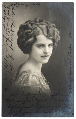 Affisch gamla sepiafoto av ung kvinna