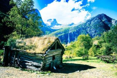 Affisch Gammalt hus vid foten av berget troll