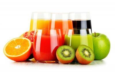 Affisch Glas med olika fruktjuicer isolerad på vitt. detox diet