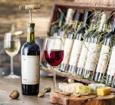 Affisch Glas vin och ost tallrik.