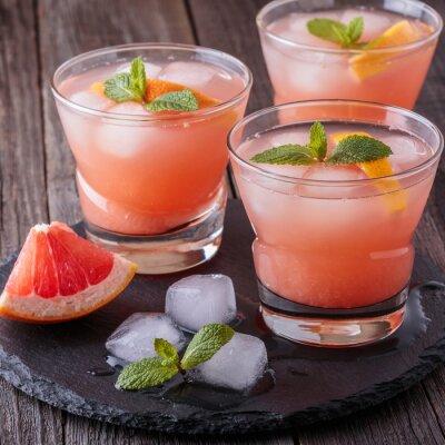 Affisch Grapefrukt cocktail med is och mynta.