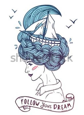 Affisch Handritad färgstående av en drömmande ung vacker kvinna med skepp i vågor av lockigt hav-liknande hår. Tatuering, zentangle, mode, marin, vykort, vintage band med