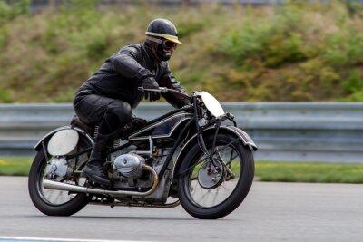Affisch historiska motorcykel i racerbana Brno