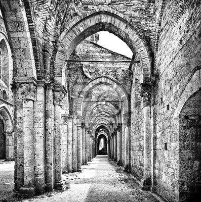 Affisch Historiska ruiner övergivna kloster i svart och vitt