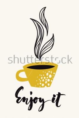 Affisch Höst kalligrafi kort med kaffe eller te kopp. Nyut av de kalligrafiska texterna. Vector abstrakt design. Färgad affisch eller kort utformad för någon typ av utskriftsmedia. Guldfärg.
