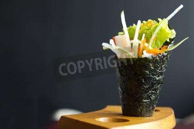 Affisch Japansk mat, Kalifornien hand roll tag i en trä fixtur
