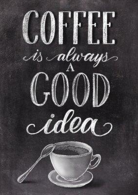 Affisch Kaffe är alltid en bra idébokstäver på svart tavlabakgrund med kopp. Han dras krittappningillustration.