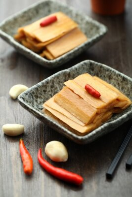 Affisch Kinesisk mat som serveras i en sås platta