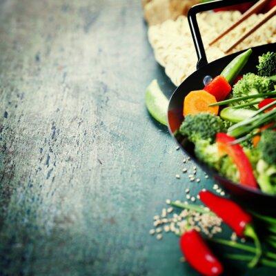 Affisch Kinesiska köket. Wok matlagning grönsaker.