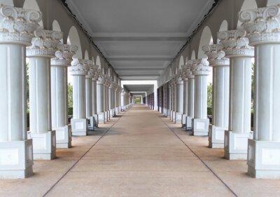 Affisch korridor med kolumner