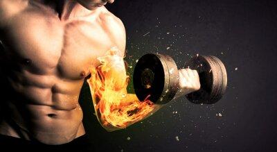 Affisch Kroppsbyggare idrottsman lyfta vikten med eld explodera arm koncept