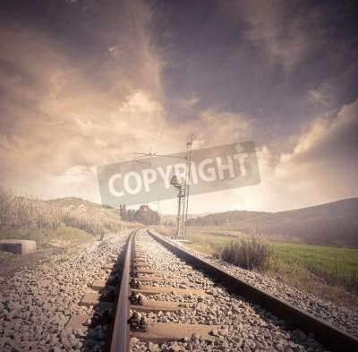 Affisch Lång järnväg på soluppgången