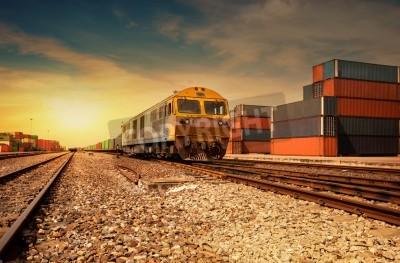 Affisch Last tåg plattform vid solnedgången med behållare