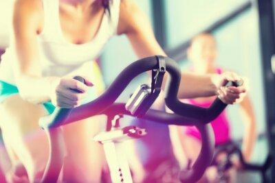 Affisch Leute beim snurr i Sport Fitnessstudio
