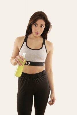 Affisch Mädchen i Sportkleidung mit Trinkflasche