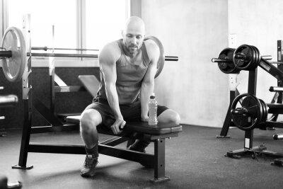 Affisch Man på gymmet på bänken