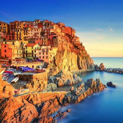 Affisch Manarola by, klippor och hav vid solnedgången. Cinque Terre, Italien