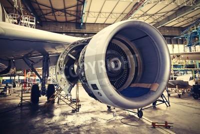 Affisch Motor av flygplanet under tung underhålls