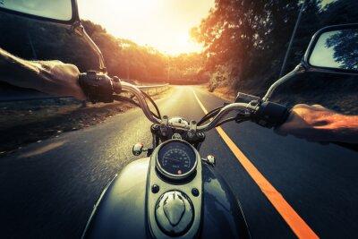 Affisch Motorcykel på den tomma asfaltväg