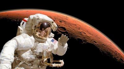 Affisch Närbild av en astronaut i rymden, planeten Mars i bakgrunden. Delar av bilden är inredda av NASA
