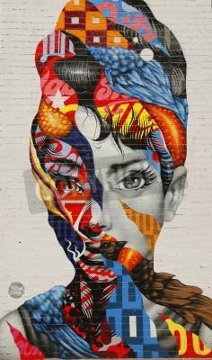 Affisch NEW YORK - 26 februari, 2015: Mural konst Audrey av Mulberry av Tristan Eaton i Little Italy.