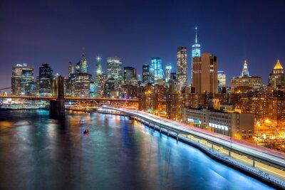 Affisch New York nattplats med Manhattans skyline och Brooklin B