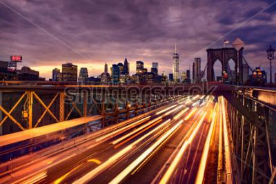 Affisch Night car traffic on Brooklyn Bridge in New York City