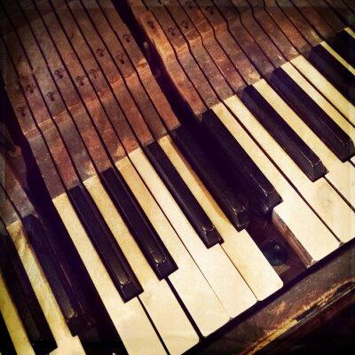 Affisch Nycklar en trasig antik piano