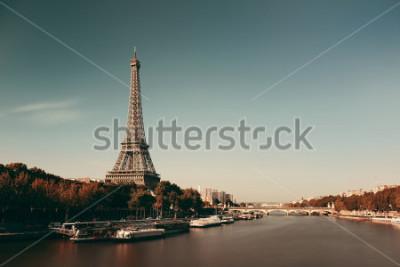 Affisch Paris floden Seine med Eiffeltornet i Frankrike.