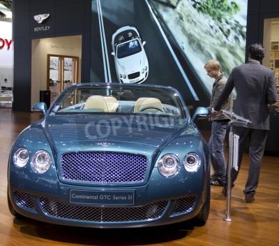 Affisch Paris Motor Show 2010 i Paris, visar Bentley Continental GTC Series 5I