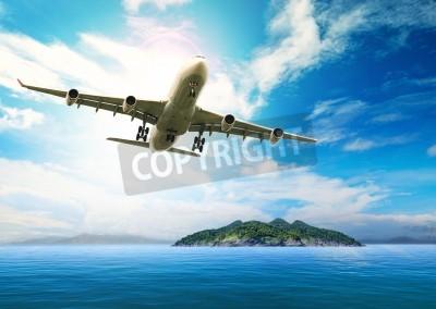 Affisch passagerarplan flyger över vackra blå havet och ön i renhet destination hav stranden användning för sommarsemester semester treveling