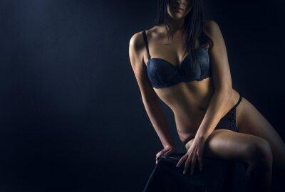 Affisch Perfekta kvinnan kropp på svart bakgrund