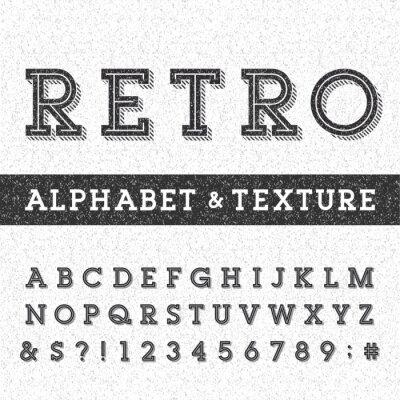 Affisch Retro alfabetet vektor font med bekymrad overlay konsistens. Serif typ bokstäver, siffror och symboler på en bekymrad repad bakgrund. Lager vektor typografi för etiketter, rubriker, affischer etc.