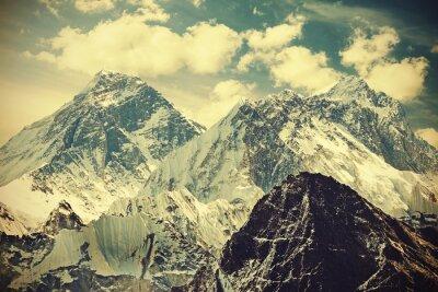 Affisch Retro tonad bild av Mount Everest, Nepal.