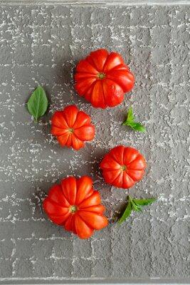 Affisch röda tomater på grå bakgrund